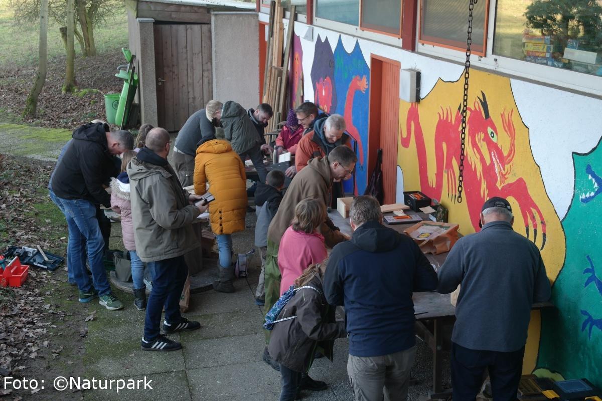 Nistkastenbau an der Grundschule Bavenhausen