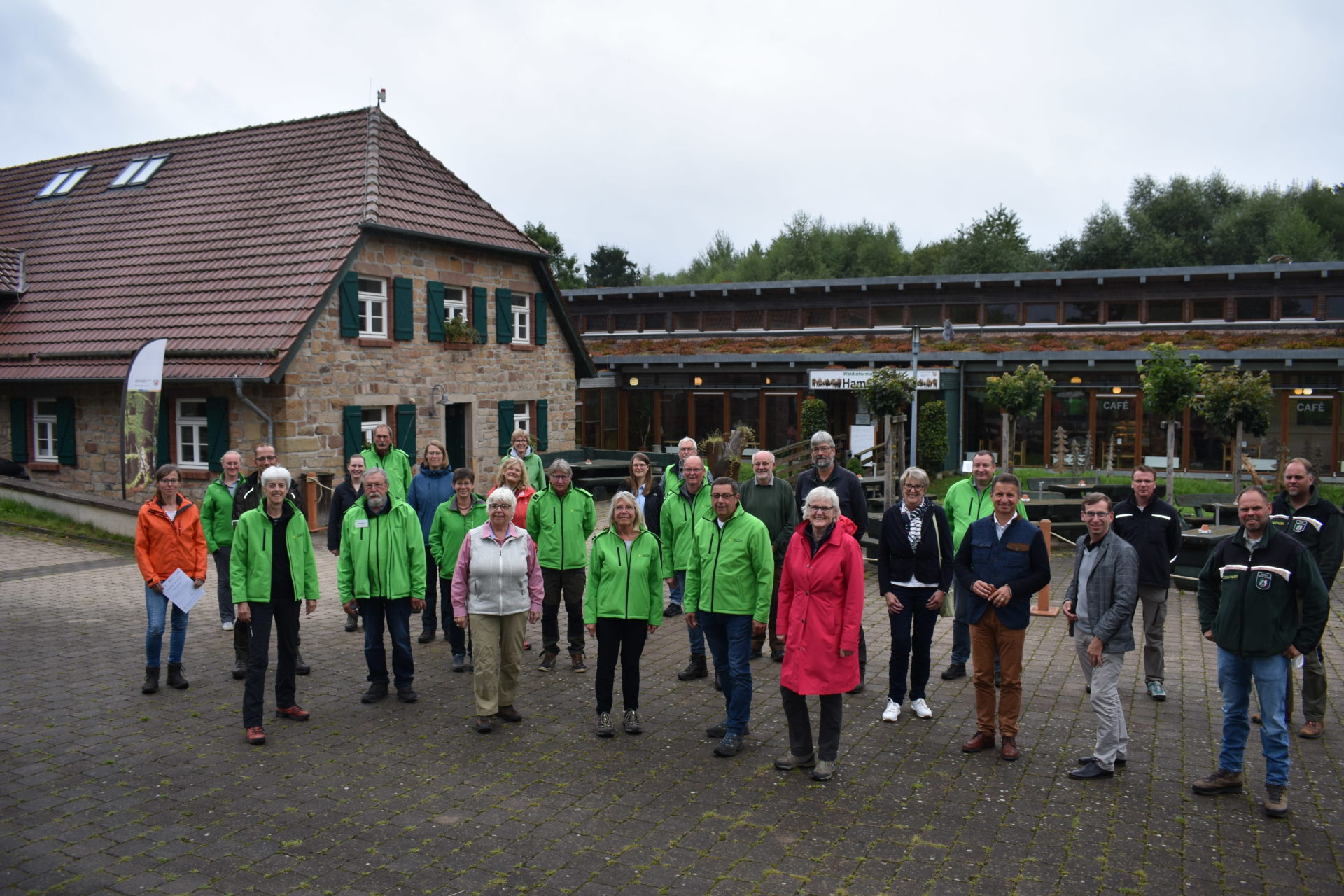 Gruppenfoto der neu zertifizierten Naturparkführer
